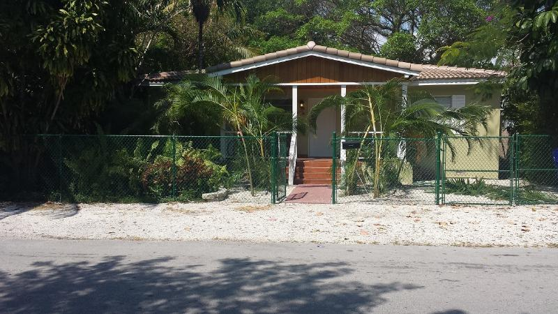 3/2 Florida house in the heart of Coconut Grove - Image 1 - Coconut Grove - rentals