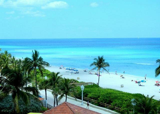 Beachfront Full Ocean View NE Corner 1/1, 2 Queen Beds for 6 HEATED POOL 661 - Image 1 - Hollywood - rentals