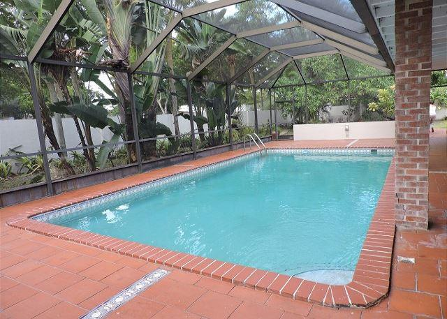 Artist's Fantasy Miami Lakes 5/2 for 12 guests Heated Pool Near Everything - Image 1 - Miami Lakes - rentals