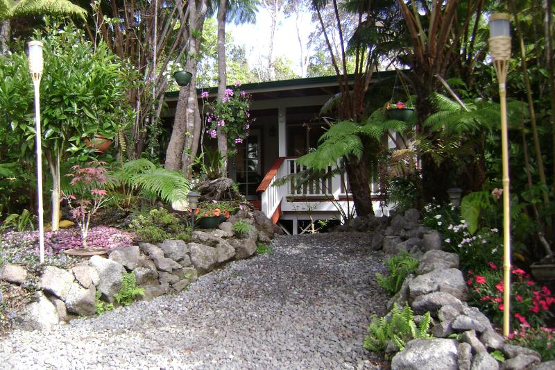 Alas Del Kealoha: Beautiful 3 BR home with hot tub - Image 1 - Volcano - rentals