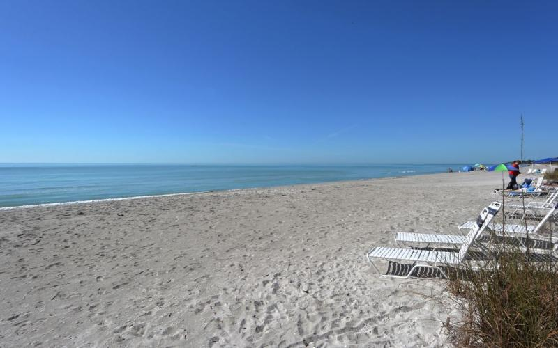 Gulf Front First Level Walk Out to the Beach Longb - Image 1 - Longboat Key - rentals