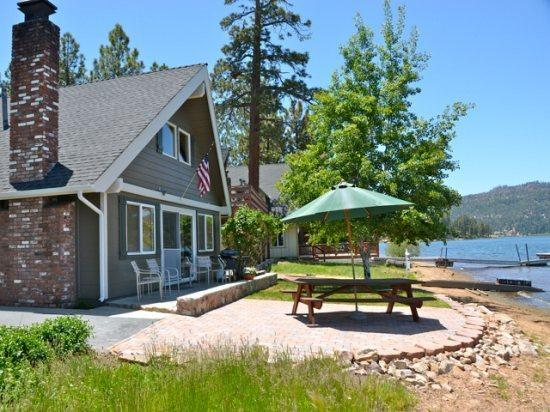 Sunrise to Sunset Views - Lagunita Lakefront: Beautiful Lakefront Cabin with Private Dock - Big Bear Lake - rentals