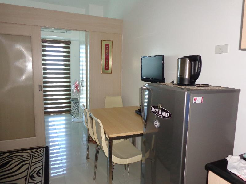 Chic Condo right beside MRT Station - Image 1 - Makati - rentals