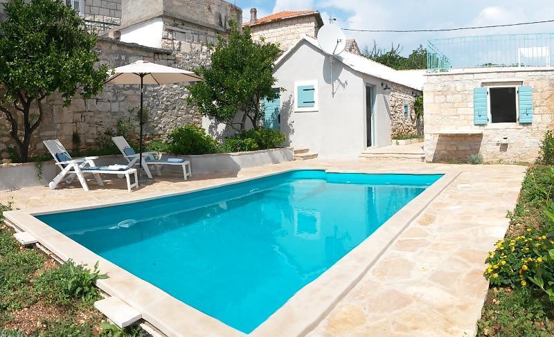 pool yard - Stone cottage with a pool in Selca, island Brac - Cove Puntinak (Selca) - rentals