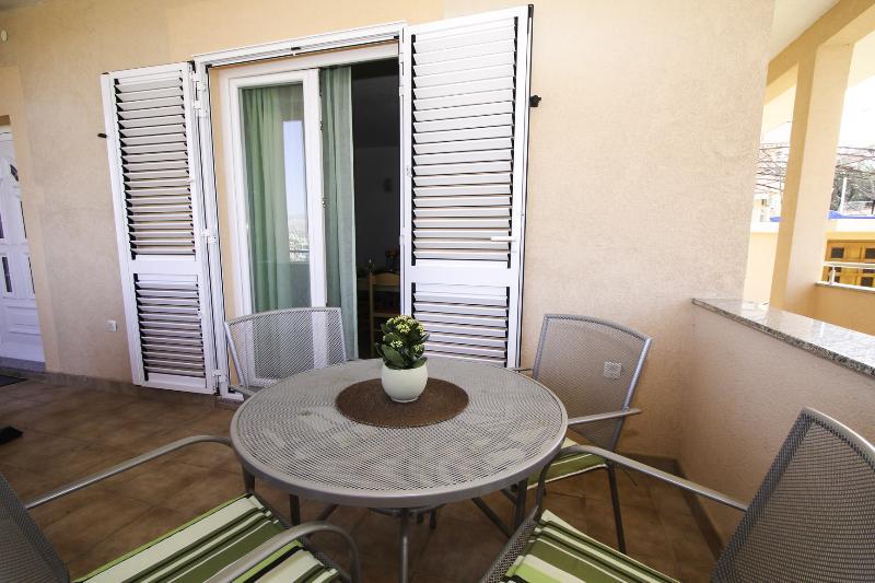 A2(2+2): terrace - 35315 A2(2+2) - Okrug Gornji - Okrug Gornji - rentals