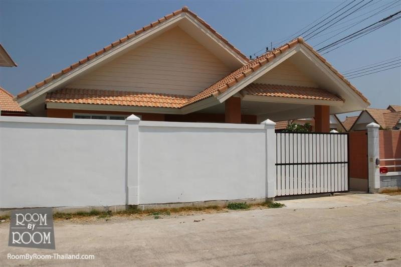 Villas for rent in Hua Hin: V6105 - Image 1 - Hua Hin - rentals