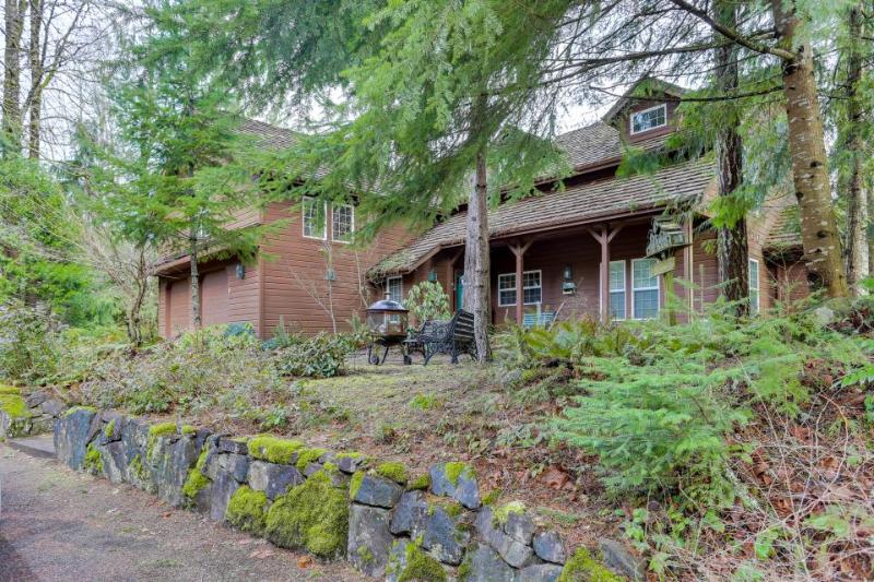 Lodge with separate studio on golf course, sleeps 15! - Image 1 - Welches - rentals