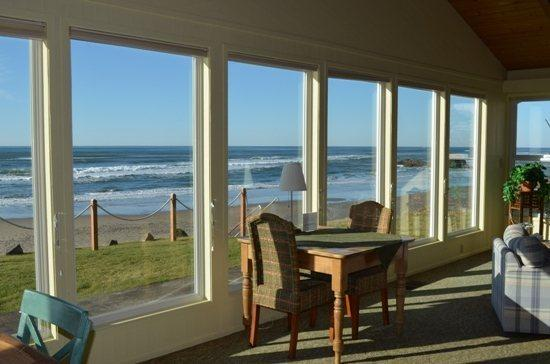 Beachcomber is a single story Arch Cape ocean front home with a Hot Tub! 4 Bedroom 3 Bath sleeps 10 - 35616 - Image 1 - Arch Cape - rentals