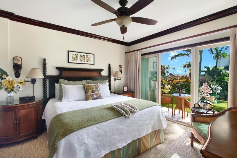 D101 Master Bedroom and Lanai with Pool View - Waipouli Beach Resort D101 - Kapaa - rentals