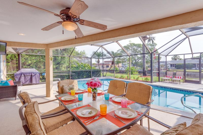 Dining on the Lanai, Poolside Alfresco - Watch the Sunrise from Lanai.  Gorgeous Villa with - Cape Coral - rentals