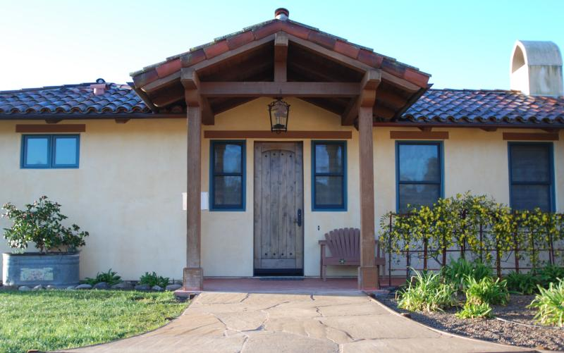 Front entrance - Gold Medal Vineyard on 16 acre ranch. Elegant setting/full kitchen - Santa Ynez - rentals