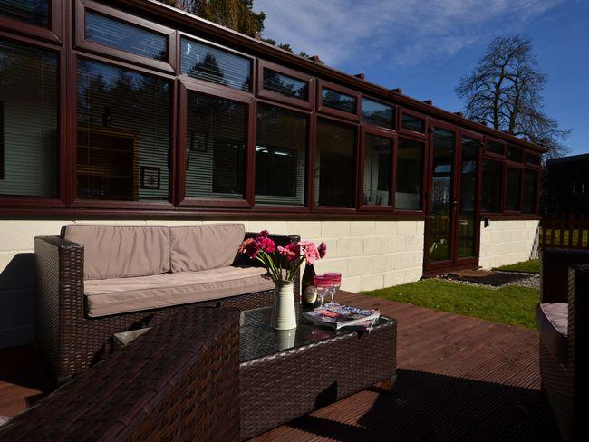 Decking area at front of property - WRRN8 - Norfolk - rentals