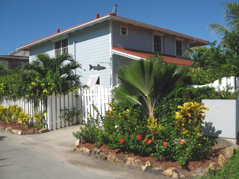 215C Reflections - beautiful home close to beach - Image 1 - Jolly Harbour - rentals