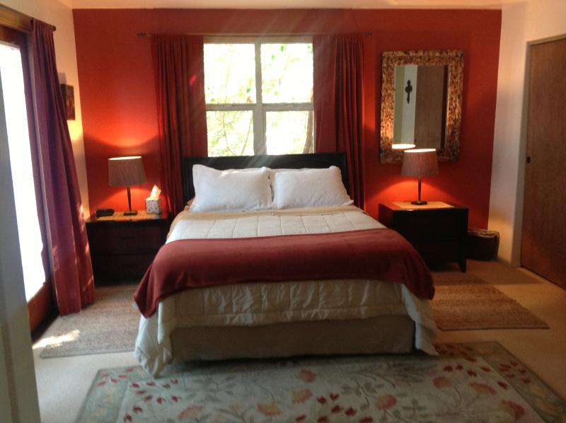 Master bedroom w/ Access to deck and bathroom - 'Om Sweet Om' Country Retreat, Gardens + Mtn Views - Ashland - rentals