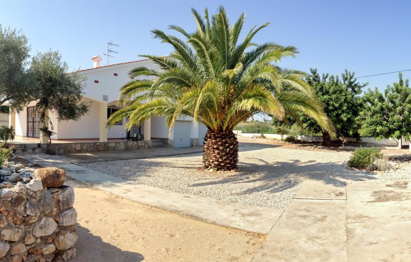 Peaceful villa in Valencia with 3 bedrooms, private backyard and garage - Image 1 - Benicarlo - rentals