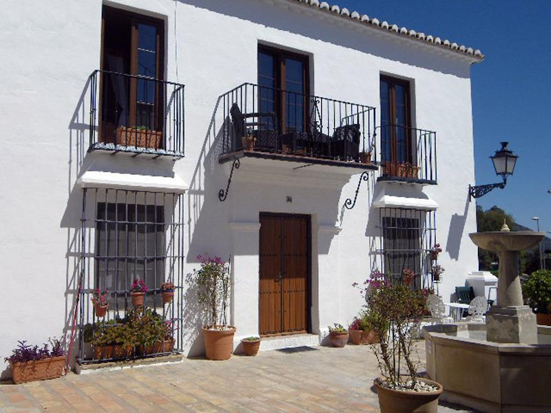Los Molinos, 2015 New furnished verandah & sunny square below, now 2 choices for relaxing outdoors! - Mijas Pueblo comfortable well equipped apt for 2 - Mijas Pueblo - rentals