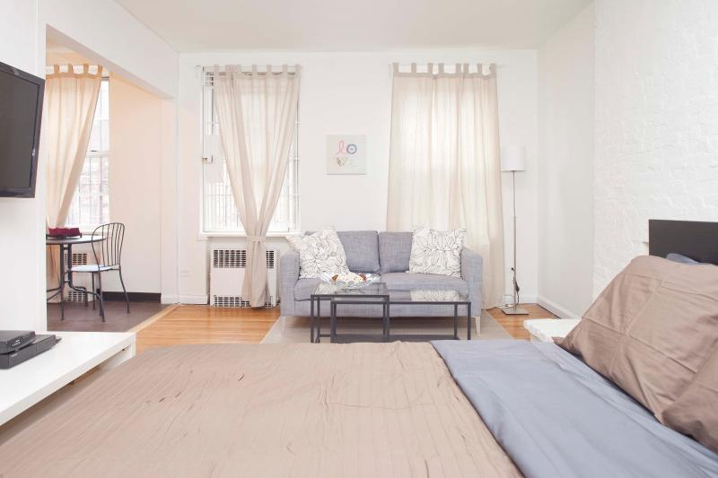 Huge renovated UES Alcove studio - Image 1 - New York City - rentals