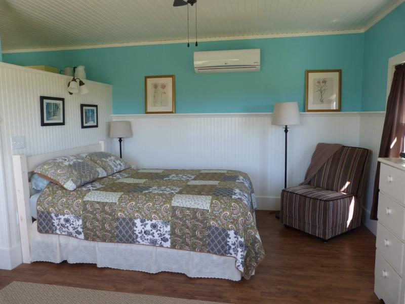 Victoria Cottage Garden Suite - Image 1 - Victoria - rentals