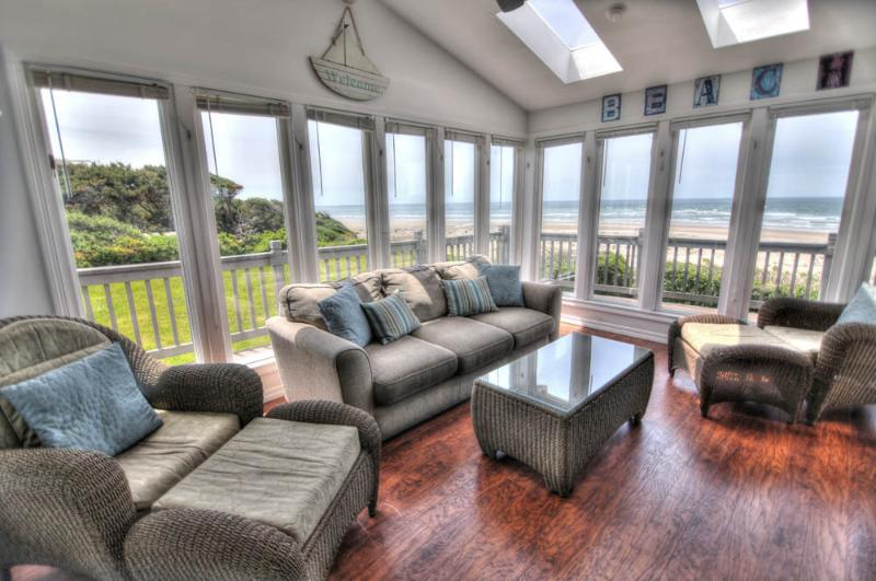 Ocean Front on a Sandy Beach & Hot Tub with a View - Image 1 - Waldport - rentals