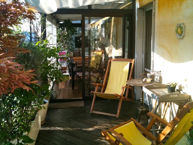 terrace,sun, close Champs Elysées, Montmartre - Image 1 - Paris - rentals