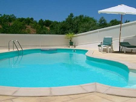 A beautiful shared pool and secluded terrace area - Quinta dos Pocos Apartment - 4 bed, with pool - Ferragudo - rentals