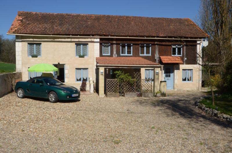 front of house - Montagrier, France, Dordogne - La Grange - Saint-Victor - rentals