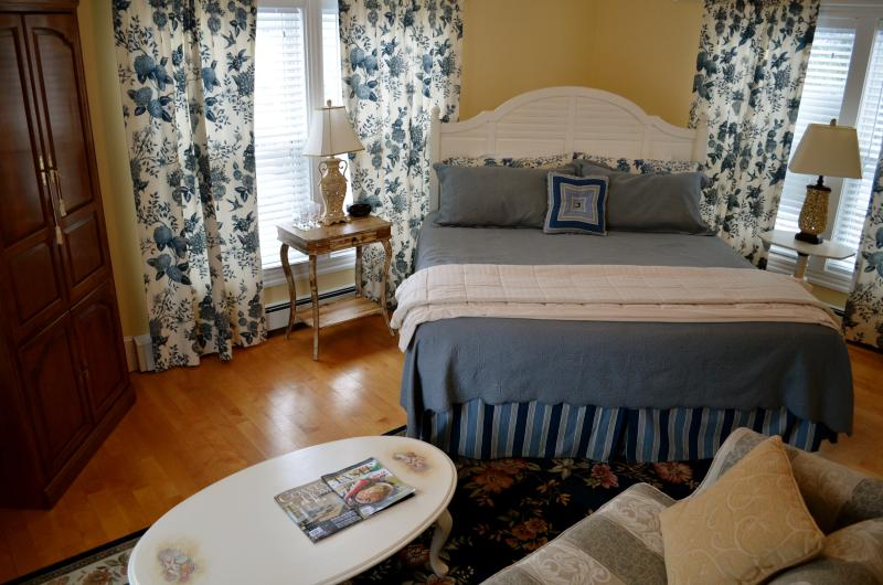 Spacious two bedroom suite with cot available. - The Hydrangea Suite - Hampton - rentals