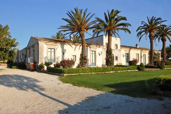 7 kms from the beach surrounded by orchards. BRV COM - Image 1 - Sicily - rentals