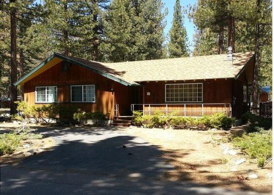 Great cabin in area of original Tahoe cabins, gas fireplace and hot tub, new wood floors - Image 1 - South Tahoe - rentals