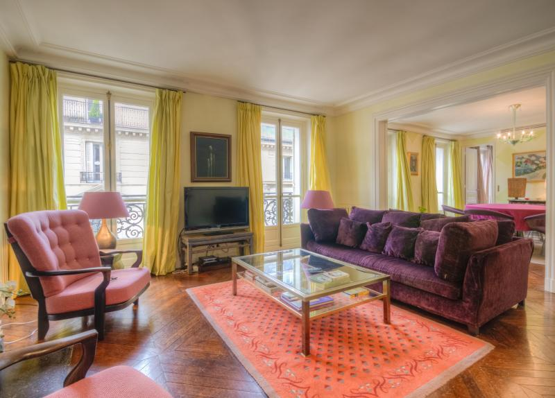 Welcome to Rue des Saints Peres! - Luxury Pied-a-Terre in the Left Bank! - Clichy - rentals