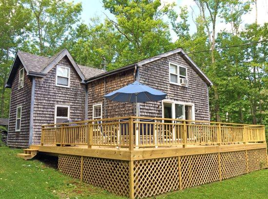 The yard is great for games and play - PERIWINKLE COTTAGE - Town of Northport - Bayside Village - Northport - rentals