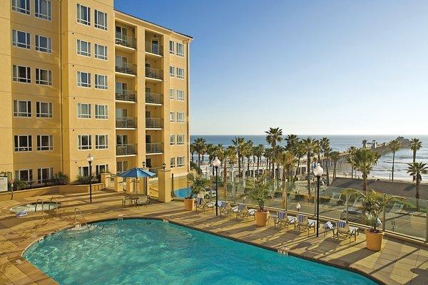 Resort pool with Pacific Ocean view - Beachfront views from the pool - Oceanside - rentals