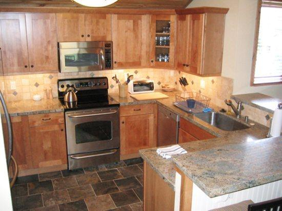 The kitchen is nicely upgraded with stainless teel appliance, granite counter tops and a stone tile floor - Sunburst #2736, Elkhorn - Spacious Updated Condo Great for Families; - Sun Valley - rentals