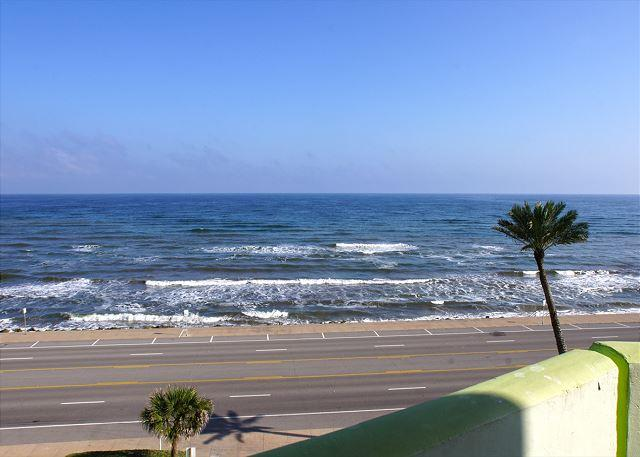 """""""Shimmering Sea"""" Sit on your balcony and watch the Shimmering Sea! - Image 1 - Galveston - rentals"""
