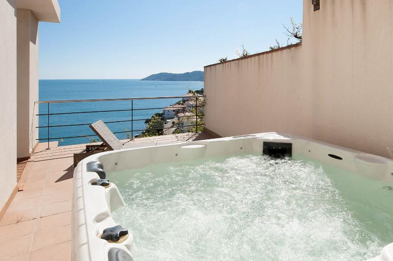 Sea-front villa with stunning views near Barcelona - Image 1 - Girona - rentals