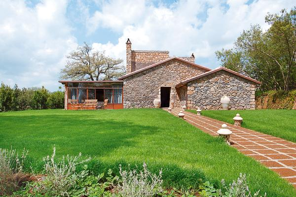 Between vineyards and rolling hills, this delightful and rustic farmhouse was recently renovated. HII VIG - Image 1 - Umbria - rentals