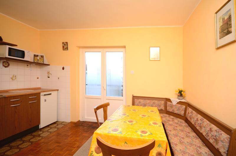 Apartments Dragica - 67961-A2 - Image 1 - Njivice - rentals