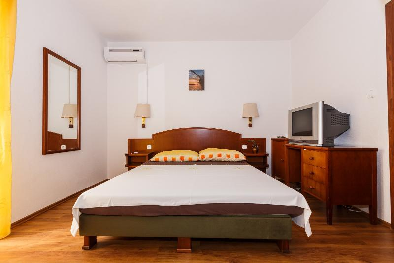 Apartments Sandra - 39741-A2 - Image 1 - Okrug Donji - rentals