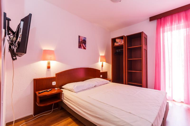 Apartments Sandra - 39741-A3 - Image 1 - Okrug Donji - rentals