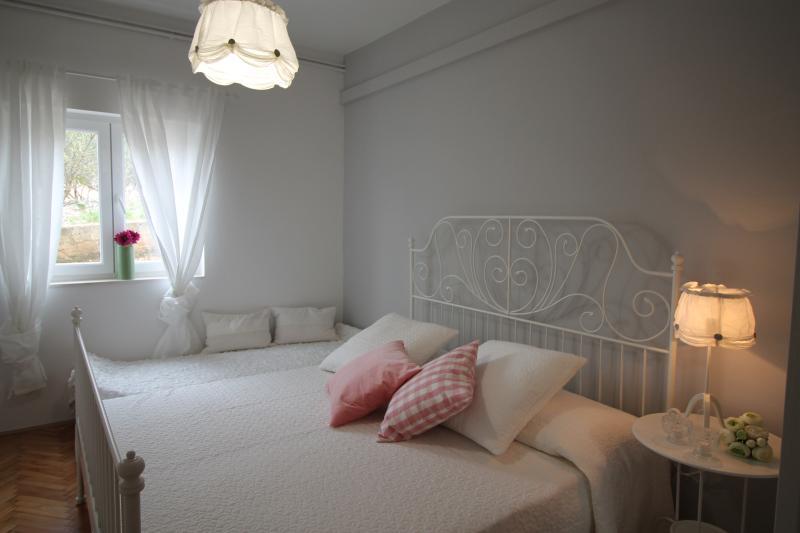 Romantic bedroom - Romantic apartment A4+1 - Okrug Gornji - rentals