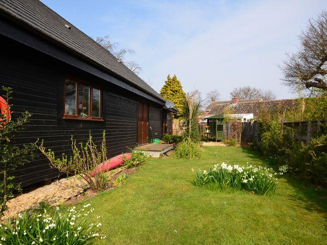 Garden and view towards the rear of the property - HORN8 - Wroxham - rentals