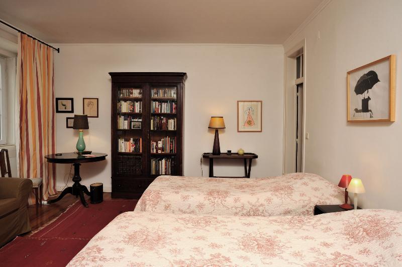 Spacious room, two beds (200 x 90 cm) - Quiet and spacious Bairro Alto - Lisbon - rentals