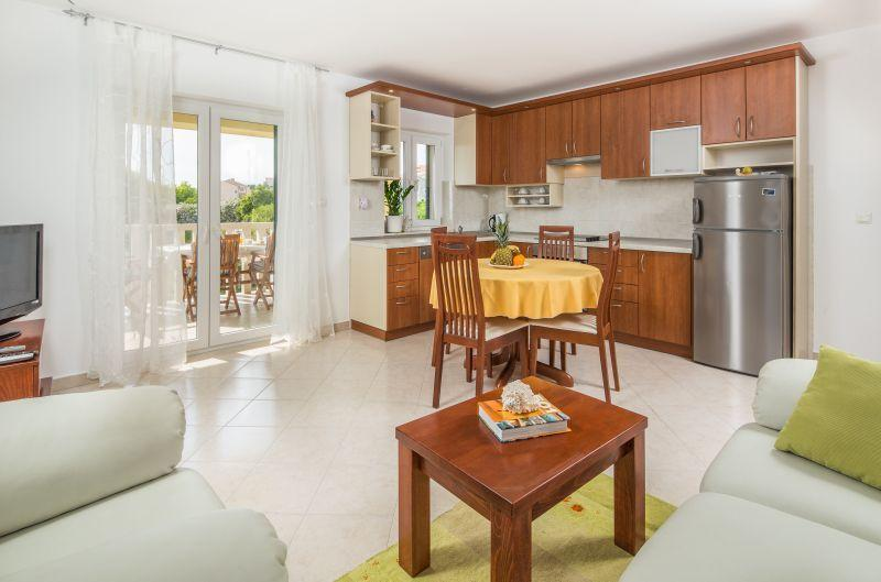 sunny cozy getaway near Split - Image 1 - Podstrana - rentals