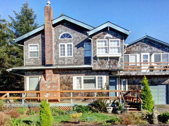 Dolphin In North is a quaint 1 bedroom 1 bath with a Jacuzzi tub sleeps 4 - 35596 - Image 1 - Cannon Beach - rentals