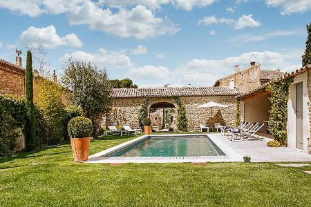 Excellent Gated Family-Friendly Village House Les 2 Maisons with Heated Pool & Alfresco Dining - Image 1 - Luberon - rentals