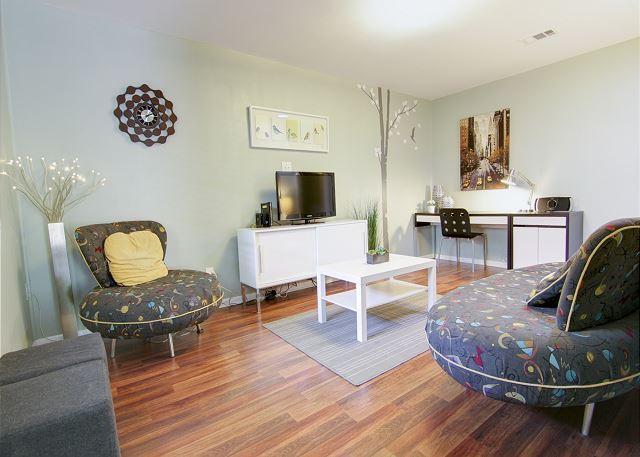 Living Room - Kenwood Casita - 2BR/1BA Cozy Casita near South Congress - Austin - rentals