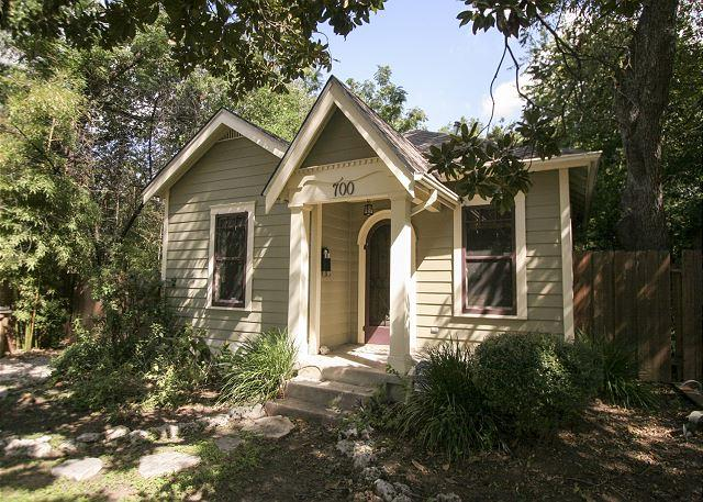 "Entrance - ""Keasbey Cottage"" 2BR/1BA Charming Bungalow w/ Screened Porch, Hyde Park - Austin - rentals"