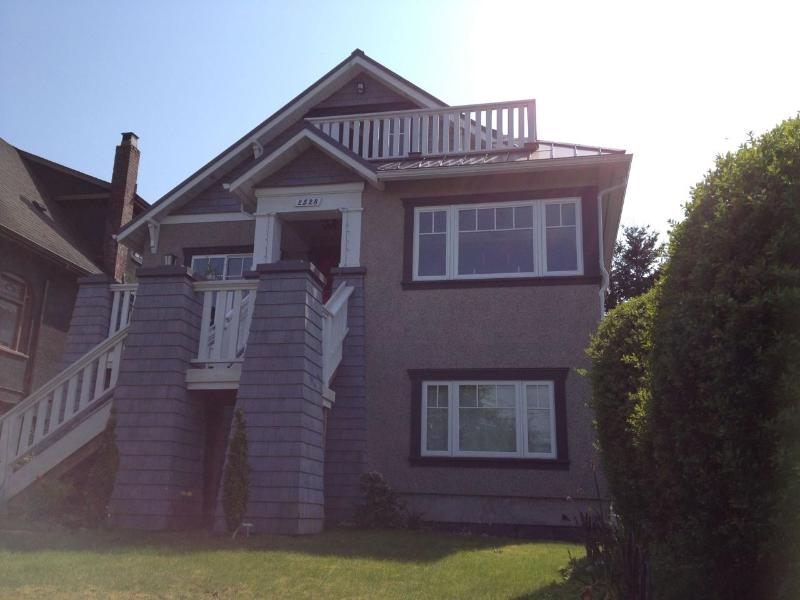 Front of house - suite is on the garden level (owners live upstairs) - MYRTLE SUITE - MOUNTAIN VIEW; CENTRAL, LOVELY AREA - Vancouver - rentals