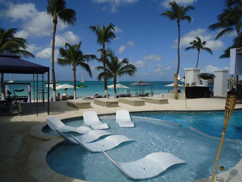 Reflextions beach 15 min from the apartment - Sunny house in downtown Aruba! - Oranjestad - rentals