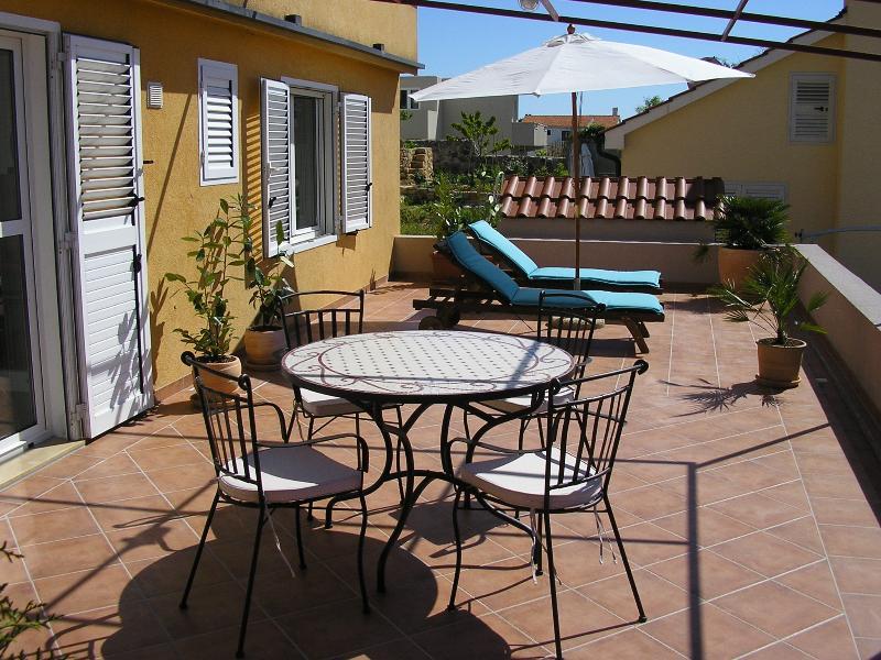 terrace with a private entrance - Apartments Novak Ciko   Apt. Garden (2+1) - Hvar - rentals
